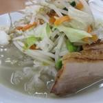 富白 - 具とスープ色