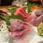 炉端と天ぷら屋台 さくら亭 - 鮮魚お刺身盛り合わせ1280円