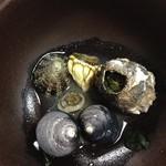 56085974 - 2016年8月:セットでついていた磯汁にはいろんな貝がゴロゴロ。食べられないけど良いお出汁です