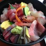 56085996 - 2016年8月:海鮮どんぶり(\1700)…温かい白御飯の上に海鮮一杯♪