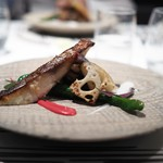 Steak Dining Vitis - 真鯛のポワレ ビーツ・モロヘイヤ・黒と白胡麻豆腐の4色ソースで