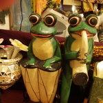 cafeロジウラのマタハリ春光乍洩 - カエルの置物