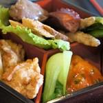 中国料理 富美 - 春巻き、鶏のから揚げ、湯がきチンゲン菜、エビチリ、蒸し鶏、肝煮、旨煮のたこ、ワカサギの南蛮、胡瓜のピクルス