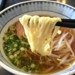 中国料理 富美 - 中太ストレート麺、縺れもなく喉越し良好!