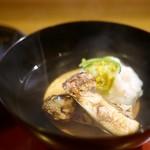 ひろ作 - 料理写真:お椀 松茸と蟹真丈