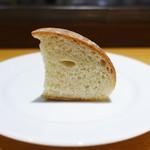 ラボンヌターシュ - 自家製パン