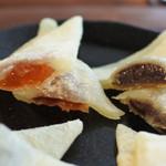 白心堂 - 奥は、いちごゼリー、チョコクリーム。  ちょっと甘めだけど洋菓子みたいで美味しいよ。 ボキ的にはバナナクリームが一番美味しかったです!! 生八つ橋を食べてたら、ボキらも京都に遊びに行きたくなるね。
