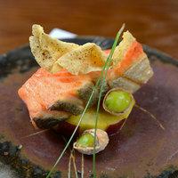 料理長が厳選するその時季に旬の魚を御堪能下さい。