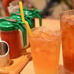 エッグスンシングス - パイナップルジュースとアイスティー