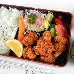 レストラン芦生 - 唐揚げ弁当 A(若鶏唐揚、エビフライ、赤だし) 880円