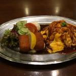 味楽亭 - オムライスとカニクリームコロッケ サラダ添え