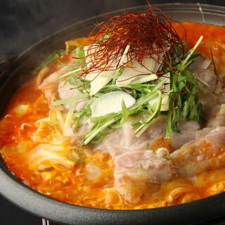 あくとり代官 鍋之進 - 豚肩ロースと挽肉の坦々餃子鍋