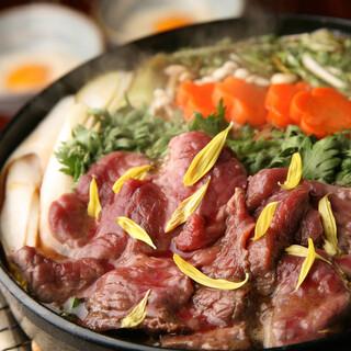 あくとり代官 鍋之進 - 柔らかな肉質が特徴の馬肉を出汁にさっと絡めて頂く鍋は絶品。