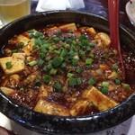 56216704 - 麻婆豆腐。辛味のなかにもしっかりと美味しさを感じる一品です。