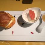 アトリエ・ド・フロマージュ - 生チーズいりシュークリーム、農家風生チーズ