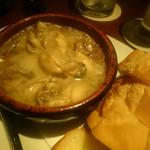 ウィズバー - 料理写真:牡蠣とマッシュルームのアヒージョ(900円)