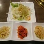 千山閣 - サラダ、キムチ、ナムル