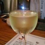 wabisuke - [ドリンク] 白 グラスワイン (ロッカフィオーレ) アップ♪w