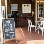 深山のカフェ食堂 - 2016年6月 ソフトクリームやドリンクのみのテイクアウトコーナー