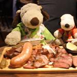 グリル異人館 - お料理はお店の方からおすすめされた、 肉てんこ盛りプレート2499円(税抜)。 量は2名以上の人にぴったりのメニューなんだって。