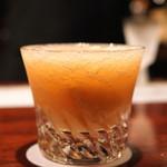 カルバドール - 白桃とホワイトラムのカクテル