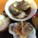 いなば鮮魚 - 料理写真:魚の煮付け定食   あっちょっとピンぼけで…(^^;;
