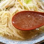 ラーメン本気 - 料理写真:自慢のスープ、オイリー
