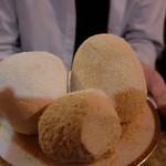 月の砂漠 - ジャミード(乾燥ヨーグルト、チーズ?)