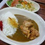 サイドプロジェクトカフェ - 料理写真:からあげカレー(サラダ付き) \950 スパイシーです☆