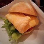 coffee shop KAKO  - カイザーパン、卵サンド