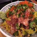 魚盛 - 海鮮丼(ランチメニューなのに快く提供してくれる寛大さ)