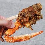 丸吉食品 - 料理写真:ものすごいインパクトのカニもずく天ぷら(半分に切られています)