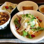 56393919 - 「Dランチ」(900円)。冷やし担々麺+ミニ麻婆飯(サラダ、春巻付き)。