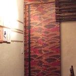 里の宿 - お洒落な内装の、トイレの入口です。