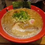 玉 赤備 - 豚鶏中華そば 780円