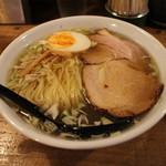 ニジイロ食堂 - 鶏そば(650円、斜め上から)