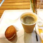 銀座ベーカリー - カステラサンドとホットコーヒー
