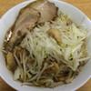 ラーメン二郎 - 料理写真:ラーメン 700円 麺半分・ニンニク・アブラ