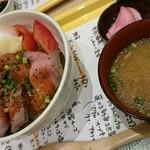 仙臺驛日本酒バル ぷらっと - お味噌汁(豚汁)とお漬物つきます