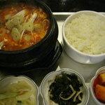 韓国家庭の味 いなか家 - 海鮮スンドウフチゲ
