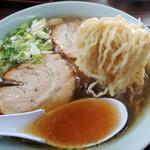 56478403 - 2016年9月22日(木・祝) チャーシューメン(850円) 自家製麺リフト