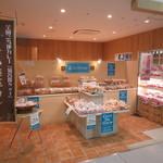 カフェ・ド・クルー - カフェ・ド・クルーよこすかポートマーケット店