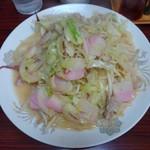 56484564 - □皿うどん(太麺) 900円(内税)□ 餡は少なめのサラサラな皿うどん。