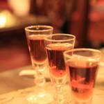 状元樓 - 紹興酒3種呑み比べ 1000円 3年、5年、8年。 いっぱいはたぶん20ccくらいとちょびっとです