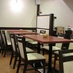 ルチラ - 4人掛けのテーブルが多く、家族連れやグループに最適