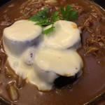 こんぴら茶屋 - 季節限定 揚げなす&チーズの牛かれーうどん(中辛)(アップ)