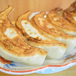 56541579 - 焼餃子 単品(6個)@税込620円:見た目のインパクトはもちろん、火入れ&高密度な餡、そして、トータルのバランスが魅力的。