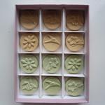 日光田母沢御用邸記念公園 - 干菓子 はつくさ。原材料は和三盆と抹茶のみ