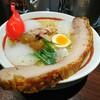 This is 中川 - 料理写真:チャーシューメンです✨ ベースは塩ラーメンで上に鎮座しているのが クリスピーレザーチャーシューです(*´∀`*)