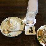 備屋珈琲店 - 食事につくサービスのソフトクリームとショコラビーンズ